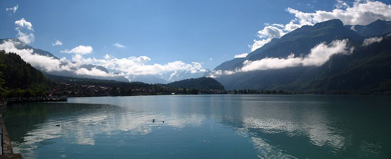 800px-5610-5611_-_brienz_-_looking_across_brienzersee_toward_meiringen
